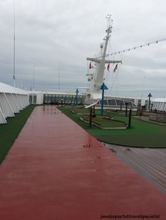 Carnival Fascination - when the sun is out, it's time to play a round of 9-hole mini-golf
