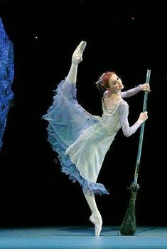 Svetlana Zakharova playing Cinderella with the Bolshoi Ballet. Photo by Marc Haegeman. Ballet Poses, Ballet Art, Ballet Dancers, Svetlana Zakharova, Alvin Ailey, Shall We Dance, Just Dance, Royal Ballet, Body Painting