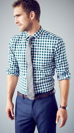 checkered shirt with tie and navy pants Fashion Moda, Look Fashion, Mens Fashion, Fashion Menswear, Fashion Clothes, Street Fashion, Sharp Dressed Man, Well Dressed Men, Smart Casual