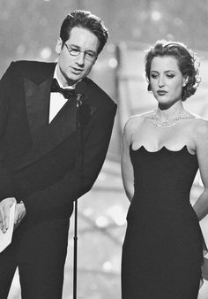 David Duchovny & Gillian Anderson - love the dress scalloping!