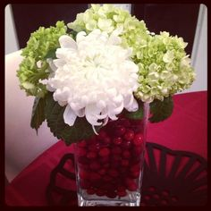 Christmas bouquet - fill your vase with fresh cranberries and just add water and your favourite festive flowers.