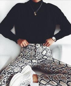 Sweater Snake print pants Sneakers Fall outfit Autumn Inspiration More on Fashionchick Mode Outfits, Winter Outfits, Casual Outfits, Fashion Outfits, Dress Winter, Fashion Clothes, Fashion Accessories, Looks Style, Looks Cool