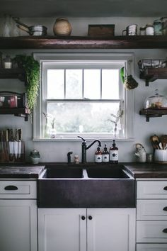 Top Small Kitchen Remodel Ideas Five Qualities of a Good Kitchen Design We Need To Know. Before we start getting things done for our new kitchen, here are five qualities of a good kitchen design that are worthy of our attention: 1930s Kitchen, New Kitchen, Kitchen Decor, Kitchen Storage, Country Kitchen, Kitchen Rustic, Copper Kitchen, Bohemian Kitchen, Kitchen White