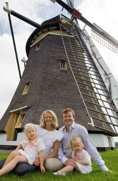 Prins Friso (the brother of our king) and his family. Unfortunately he died in a ski accident.