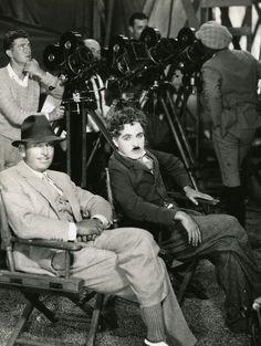 Douglas Fairbanks & Charles Chaplin on the set of The Gold Rush dir. Charles Chaplin) (via) Hooray For Hollywood, Golden Age Of Hollywood, Hollywood Stars, Classic Hollywood, Old Hollywood, Vevey, Charlie Chaplin, Silent Film Stars, Movie Stars