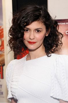 short AND curly hair! if i ever cut my hair i want it like this!