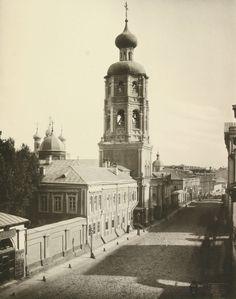 Высоко-Петровский монастырь, недавно отметивший 700 летие. И улица Петровка, названная в его честь
