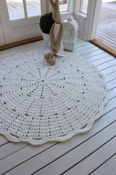 No pattern, though. Crochet Shawl, Crochet Rugs, Crochet Blankets, Crochet Home, Floor Pillows, Crochet Patterns, Kids Rugs, Sewing, Knitting