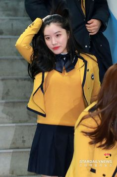 Congrats Xiyeon for your graduation 🎊🎊 I'm so so proud of you, I know many great things are waiting for you. Congrats once again Kpop Girl Groups, Kpop Girls, Pledis Entertainment, Ulzzang Girl, Girl Crushes, Actors & Actresses, Parks, Rain Jacket, Graduation