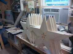 This tutorial will show you how to make a 22 to wooden star with a single 8 foot or Three years ago my wife decided she would like to have a wooden. tools for beginners tools for sale tools homemade tools jigs tools must have tools workshop Woodworking Jigsaw, Woodworking Tools For Sale, Woodworking Joints, Popular Woodworking, Woodworking Furniture, Custom Woodworking, Woodworking Projects Plans, Woodworking Workbench, Wood Furniture