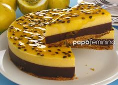 Torta musse de chocolate e maracujá!! Chocolate Deserts, Chocolate Recipes, Sweet Recipes, Cake Recipes, Dessert Recipes, Gourmet Desserts, Portuguese Recipes, Diy Cake, Sweet Cakes