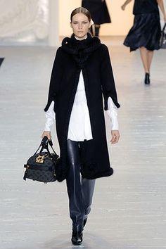Louis Vuitton Fall 2007 Ready-to-Wear Fashion Show - Rachel Clark