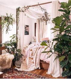 Boho style plant jungle bedroom | follow @shophesby for more interior inspiration
