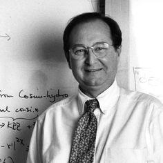 Juan Pérez Mercader    SENIOR RESEARCH FELLOW DE LA UNIVERSIDAD DE HARVARD    Científico español experto en física multiescalar aplicada a la astrofísica y cosmología. Esta en el departamento de ciencias planetarias de la Universidad de Harvard y fundador en el 2000 del Centro de Astrobiología, asociado con el NASA Astrobiology Institute, del que fue director hasta el 2008.
