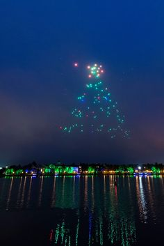 Starbright Holidays Drone show at Disney Springs: Disney and Intel have partnered together to create an absolute MUST see holiday light show that is totally innovative and like nothing I've ever seen before! Disney World Resorts, Disney Parks, Walt Disney, Disney Test, Christmas Light Show, World Festival, Star Wars Merchandise, Park Photos, Disney Springs