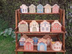 Clay Houses, Ceramic Houses, Ceramics Projects, Clay Projects, Ceramic Mugs, Ceramic Pottery, Cerámica Ideas, Pottery Houses, Ceramic Flower Pots