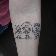 É muito gratificante quando suas clientes te procuram e você é capaz de expressar exatamente o que elas sentem, a Dayane homenageou os dois filhos é a sobrinha nesta delicada tattoo ♡