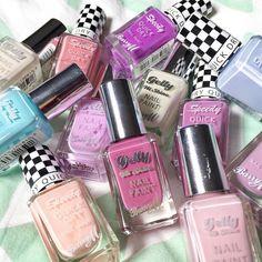 I'm LOVING these @barrymcosmetics nail polishes  by velvetgh0st
