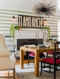 Creative eclectic home situated in Boston, Maine, recently designed by Hudson Interior Design . Colorful Interior Design, Modern Home Interior Design, Interior Design Boards, Vintage Interior Design, Natural Interior, Dining Area Design, Ideas Prácticas, Apartment Interior, Interiores Design