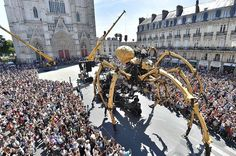 """Kumo, a mechanical spider made of wood and steel by """"Les Machines de L'Ile"""" 