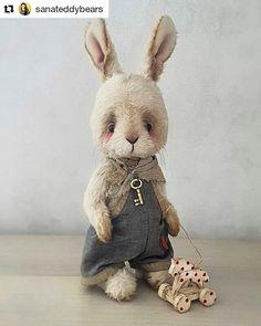 #Repost @sanateddybears (@get_repost) ・・・ Teddy bunny is going to his new . Can be ordered. Этот малыш ждет одобрения будущей мамы. А я сегодня опять в культурном шоке вышла из почты. После 20-минутоного ожидания и созерцания ничего не делающей тетки-оператора (которая не умеет отправлять международные посылки!!!) подошла моя очередь у другой тетки. Но я была спокойна! В отличии от следующей за мной в очереди тетки, которой нужно было отправить письмо. И она эти 20 минут бузила и сканд...