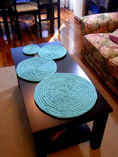 KeChulo: Cosas chulas para hacer con trapillo Crochet Doily Rug, Crochet Dishcloths, Love Crochet, Crochet Yarn, Crochet Patterns, Crochet Decoration, Crochet Home Decor, Tapetes Diy, Crochet Table Runner