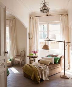 Cómo renovar tu casa en solo un día Cosy Reading Corner, Cozy Corner, Interior Design Living Room Warm, Home Decoracion, Home And Living, Nook, Living Spaces, Sweet Home, New Homes