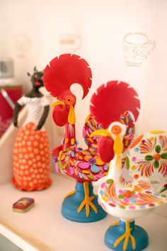 """Variations on the """"galo de Barcelos""""."""