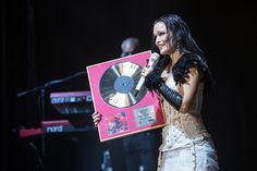 "Tarja Turunen receiving the ""Gold Album from Colours In The Dark"" in Masters of Rock, Czech republic, 17/062016 #tarja #tarjaturunen #mastersofrock PH: musicweb.cz http://musicweb.cz/fotoreporty/foto-masters-of-rock-4-den-17-7-2016"