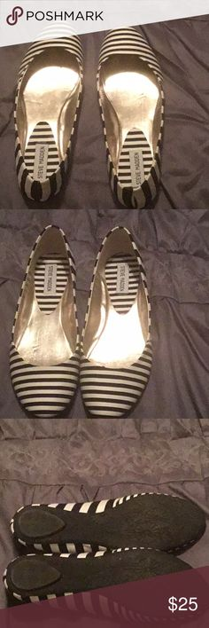 🎀Steve Madden 9.5 flats  black and white🎀 🎀Steven Madden flats black and white super cute 🎀 Steve Madden Shoes Flats & Loafers