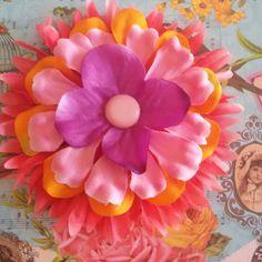 Fermaglio per capelli e spilla realizzato interamente a mano in stile rockabilly Hawaii pin up Frida Kahlo sailor kawaii