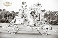 This is just beautiful!!! This Cinderella carriage! Omg!!! -- Wedding pictures, inspiration, Disney, ideas