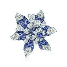 Spilla fleur de mar Schlumberger in platino e oro, con zaffiri e diamanti.