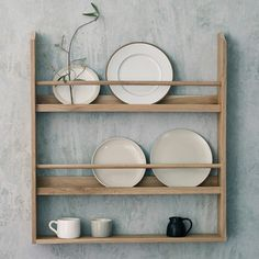 Are you interested in our Oak Plate Rack? With our wooden kitchen plate storage you need look no further. Wooden Plate Rack, Plate Rack Wall, Diy Plate Rack, Plate Storage, Wooden Plates, Wall Racks, Plates On Wall, Plate Shelves, Plate Hangers