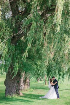 Such a lovely golf course wedding! View the full wedding here: http://thedailywedding.com/2015/12/30/spring-golf-course-wedding-lauren-mitchell/
