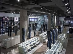 The Levi's® London flagship won top honors for Fashion Retail Interior of the Year, Visual Merchandising Solution of the Year, and Best Use of Lighting. Fashion Retail Interior, Clothing Store Interior, Retail Store Design, Retail Shop, Visual Merchandising, Levis Store, Design Commercial, Store Windows, Retail Space