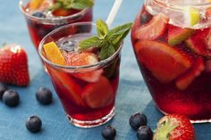 Sangria is among the best of summer drinks because it's fruity, refreshing and definitely goes down easily. In that spirit, we have recommendations for five off-Strip restaurants that serve sangria in the Las Vegas Valley. Summer Sangria, Red Sangria, Summer Drinks, Sangria Punch, Spanish Sangria Recipe, Solution Gourmande, Mousse Fruit, Lemon Lime, Pina Colada