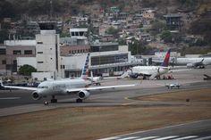 Honduras: Tegucigalpa es la cuarta capital más aislada de América Latina  El Toncontín solamente tiene vuelos directos a las capitales de Centroamérica. El tráfico de pasajeros en las cuatro terminales del país es inferior al de El Salvador y Panamá. Toncontín canceló en abril el 1.8% de todos los vuelos; Comalapa (El Salvador), el 0.9%, y el Tocumen (Panamá), el 0.1%, de acuerdo con la OAG.