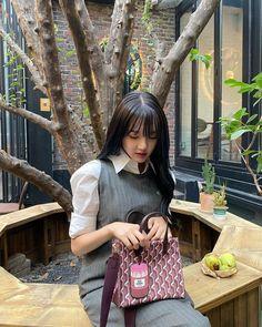 South Korean Girls, Korean Girl Groups, G Friend, Chanel Boy Bag, Korean Singer, Fashion Backpack, Rapper, Give It To Me, Shoulder Bag