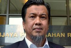GAUM serah maklumat baharu penyelewengan dana di Sabah kepada SPRM   PUTRAJAYA: Gerakan Akar Umbi UMNO Malaysia (GAUM) hari ini hadir ke Suruhanjaya Pencegahan Rasuah Malaysia (SPRM) di sini untuk menyerahkan maklumat tambahan baharu berhubung kes penyelewengan dana untuk kepentingan rakyat miskin di Sabah.  Pengerusinya Datuk Zulkarnain Mahdar berkata beliau turut bersedia dipanggil SPRM pada bila-bila masa bagi membantu siasatan kes itu yang dipercayai melibatkan jumlah keseluruhan RM1.5…