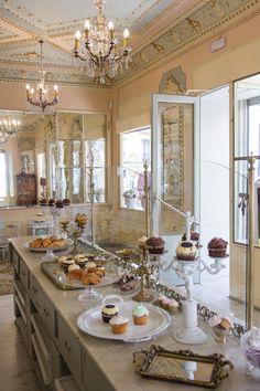SUGAR FACTORY  C/ Argensola, 24 (m: Alonso Martínez) pastelería y salón de té especializado en cupcakes. También bollería, tartas, pincho de tortilla...