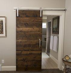Touche industrielle pour la décoration avec une porte de grange http://www.homelisty.com/porte-de-grange/