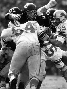 http://imgc.artprintimages.com/images/art-print/bill-eppridge-football-chicago-bears-dick-butkus-51-in-action-vs-detroit-lions_i-G-27-2758-NW6TD00Z.jpg
