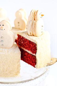 Sweet Christmas Food Gifts , Christmas Red Velvet Snow Cake with snowman macarons Christmas Food Gifts, Christmas Sweets, Christmas Baking, Holiday Treats, Holiday Recipes, Christmas Cakes, Christmas Snowman, Winter Treats, Diy Snowman