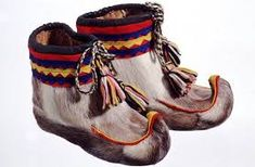 Nutukkaat - Fur shoes, sámi people don't use socks at all in these winter shoes, but only softed hay Finland Winter Activities For Kids, Preschool Activities, Snowflake Craft, Snow Fun, Winter Project, Snowman Crafts, Winter Shoes, Baby Crafts, Hats For Men