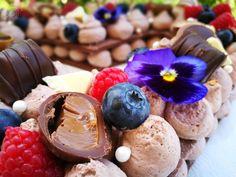 cream tart díszítése Acai Bowl, Tart, Cream, Breakfast, Food, Acai Berry Bowl, Creme Caramel, Morning Coffee, Pie