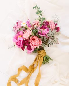 Modern spring bridal inspiration | Photo by Travis J Photography | Flowers by Tinge Floral | 100 Layer Cake