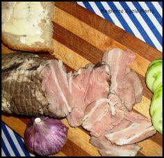 Idealna wędlina do kanapek. Zasmakuje przede wszystkim tym, co mają dość święcących i nafaszerowanych chemią, wędlin ze sklepowej półki. Kar... Home Made Sausage, Smoking Meat, Charcuterie, Kiwi, Food And Drink, Pork, Beef, Homemade, Cooking