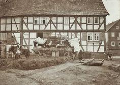 Brautwagen vor einer Hofraite in Hattenbach, 1904