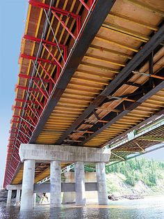Steel composite construction method:</br> Chinchage Brücke, Canada Steel girders with in-situ concrete slabs.